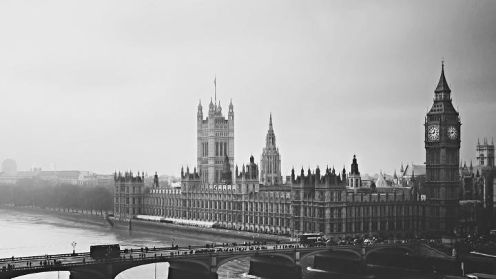 London-City-Big-Ben-Bridge-River-Buildings-Top-View-BW-Black-And-White-WallpapersByte-com-_2560x1080