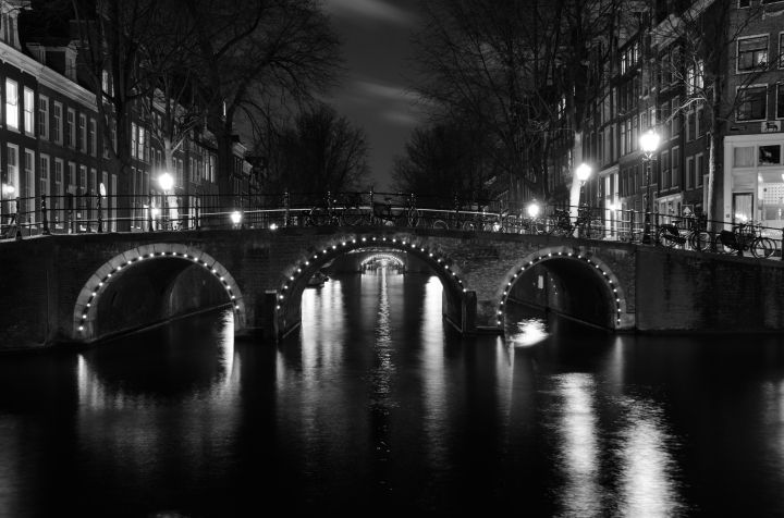 city-lights-night-water