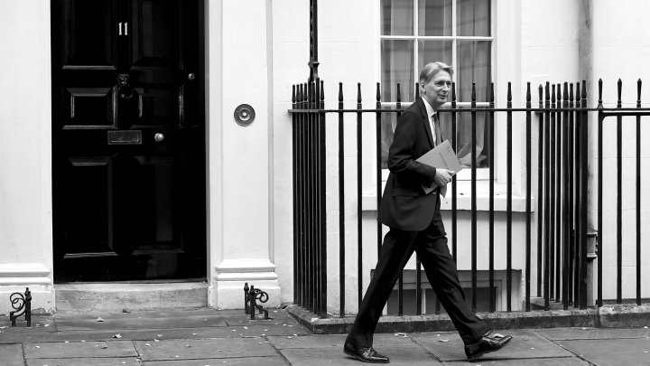 Britain's Chancellor of the Exchequer Philip Hammond  leaves 11 Downing Street on his way to present his Autumn Statement in the House of Commons, in London November 23, 2016.  REUTERS/Toby Melville
